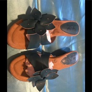 Hush Puppies SoftStyle blue sandals. 10N.